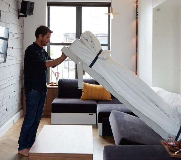 Apartamento tem sofá que vira cama (Foto: Divulgação)