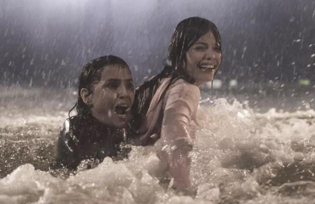 'Foram 17 dias de roupa molhada e debaixo de água gelada', diz Deborah (Foto: Reprodução/Globo)