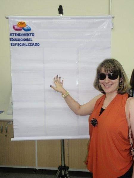 Professora cega supera obstáculos e luta por educação mais acessível para PCD - Notícias - Plantão Diário