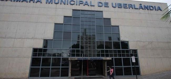 Câmara de Uberlândia aprova aumento de quase R$ 3 mil no salário dos vereadores