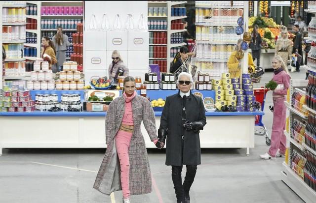 O desfile de inverno 2014 da Chanel (Foto: Getty Images)