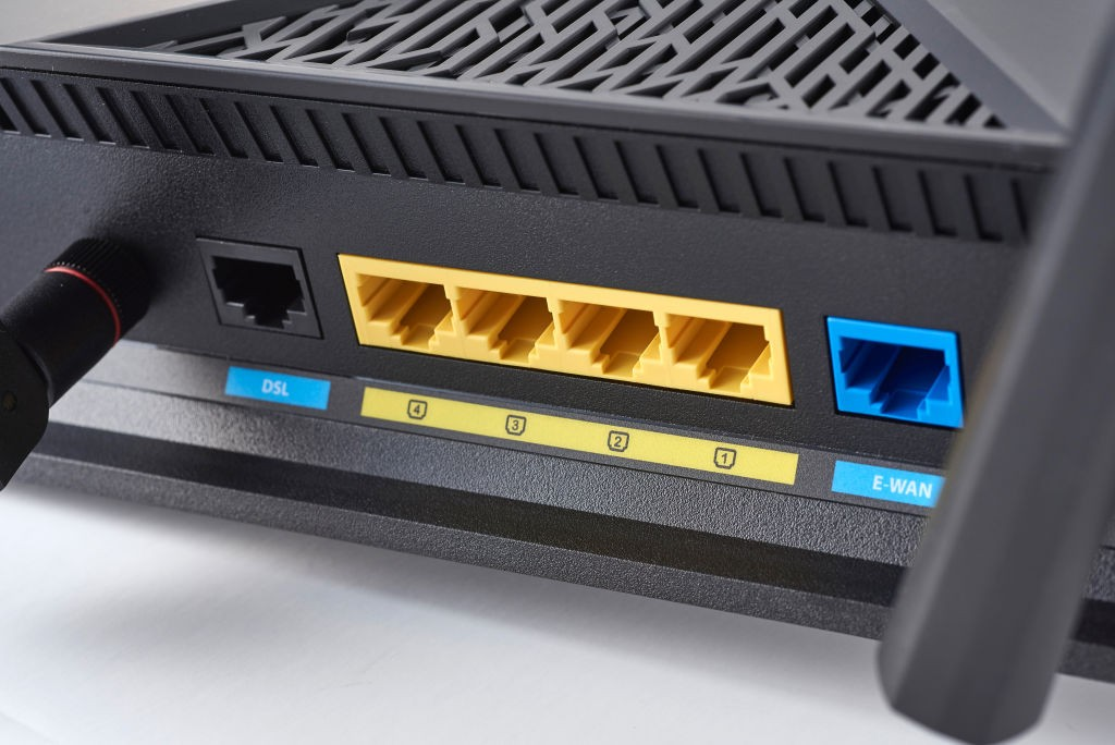 Detail of the ethernet ports on an Asus DSL-AC88U router, taken on November 30, 2017. (Photo by Olly Curtis/MacFormat Magazine/Future via Getty Images) (Foto: MacFormat Magazine/Future via Ge)