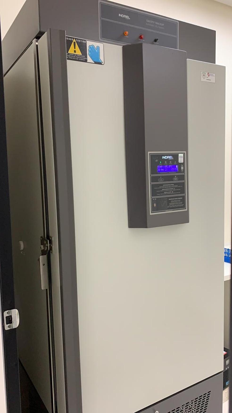 Vacinas vão ser armazenadas em ultrafreezer que fica no Hospital Geral — Foto: Divulgação