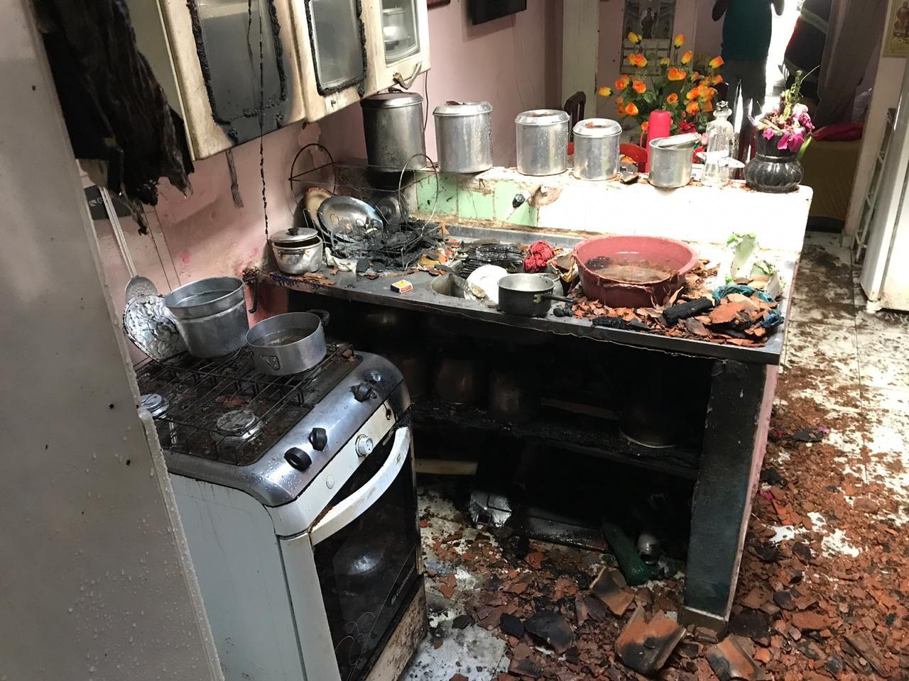 Vazamento de gás provoca incêndio em casa no Bom Parto, em Maceió - Notícias - Plantão Diário