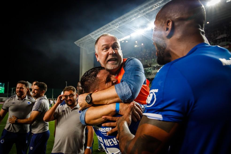 Mano Menezes é bicampeão mineiro com o Cruzeiro — Foto: Vinnicius Silva