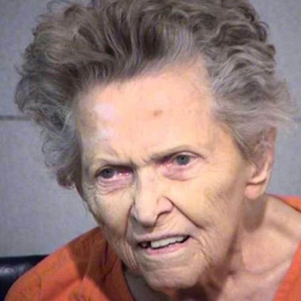 Americana de 92 anos atirou e matou seu filho, de 72, para evitar ser mandada para asilo (Foto: Maricopa County Sheriff's Office/BBC)