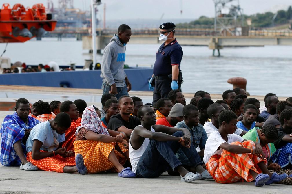 Foto de 2016 mostra chegada de migrantes resgatados na Sicília, Itália — Foto: Antonio Parrinello/File Photo/Reuters