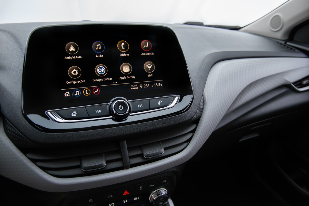 """Media Center, which has Android Auto and Apple Carplay, has a """"floating"""" screen; panel has profusion of creases and textures - Foto: Divulgação / Chevrolet"""