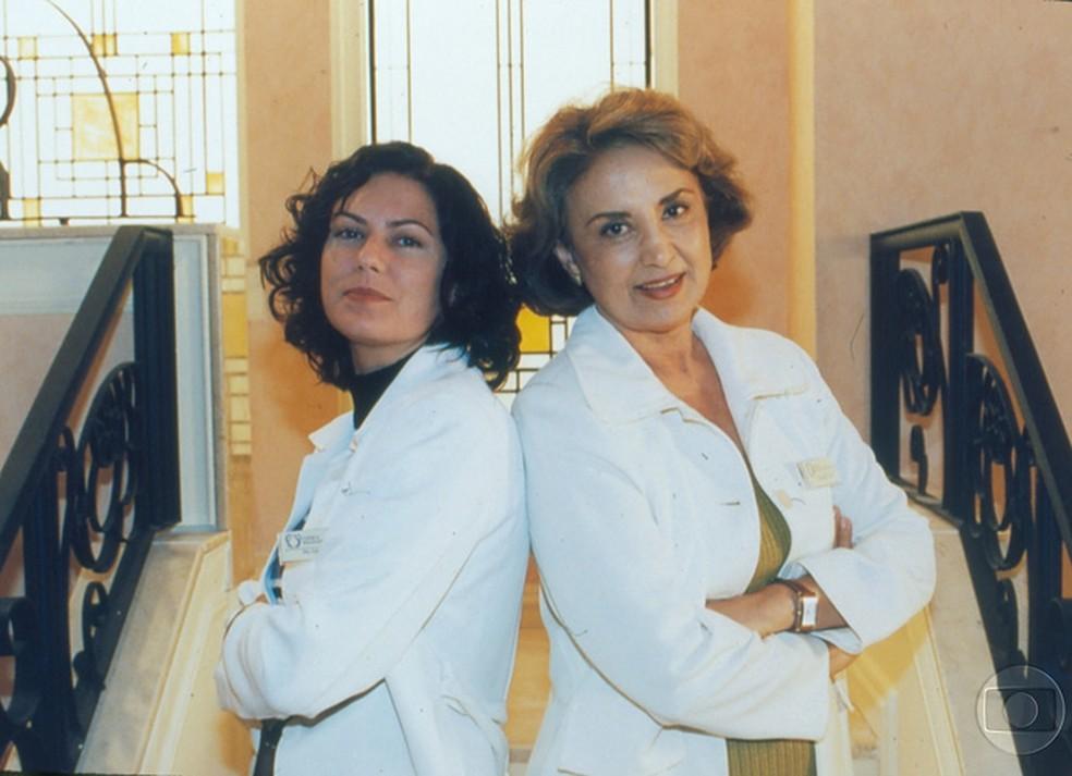 Patricia e Eva Wilma no seriado 'Mulher', em 1998. — Foto: CEDOC