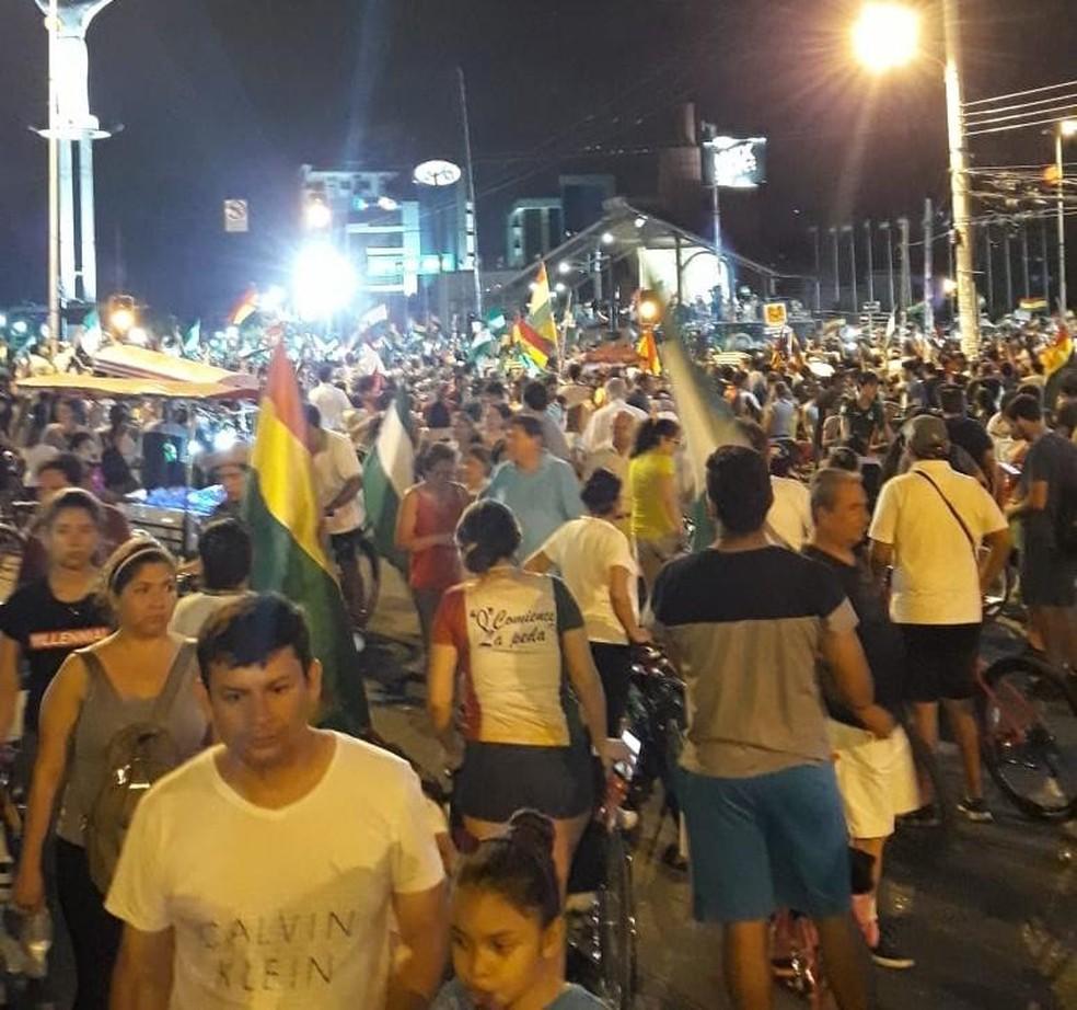 Centro de Santa Cruz de La Sierra é tomado por manifestantes que não aceitam reeleição de Morales. — Foto: Ximena Soarez/Arquivo pessoal