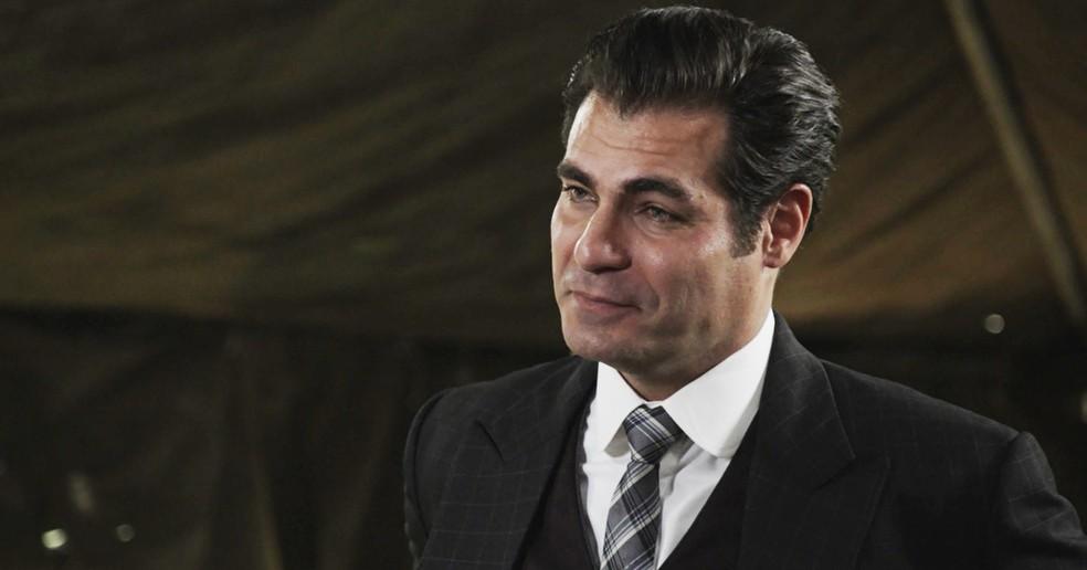 Darcy faz proposta de emprego para Vicente na frente de Xavier (Foto: TV Globo)