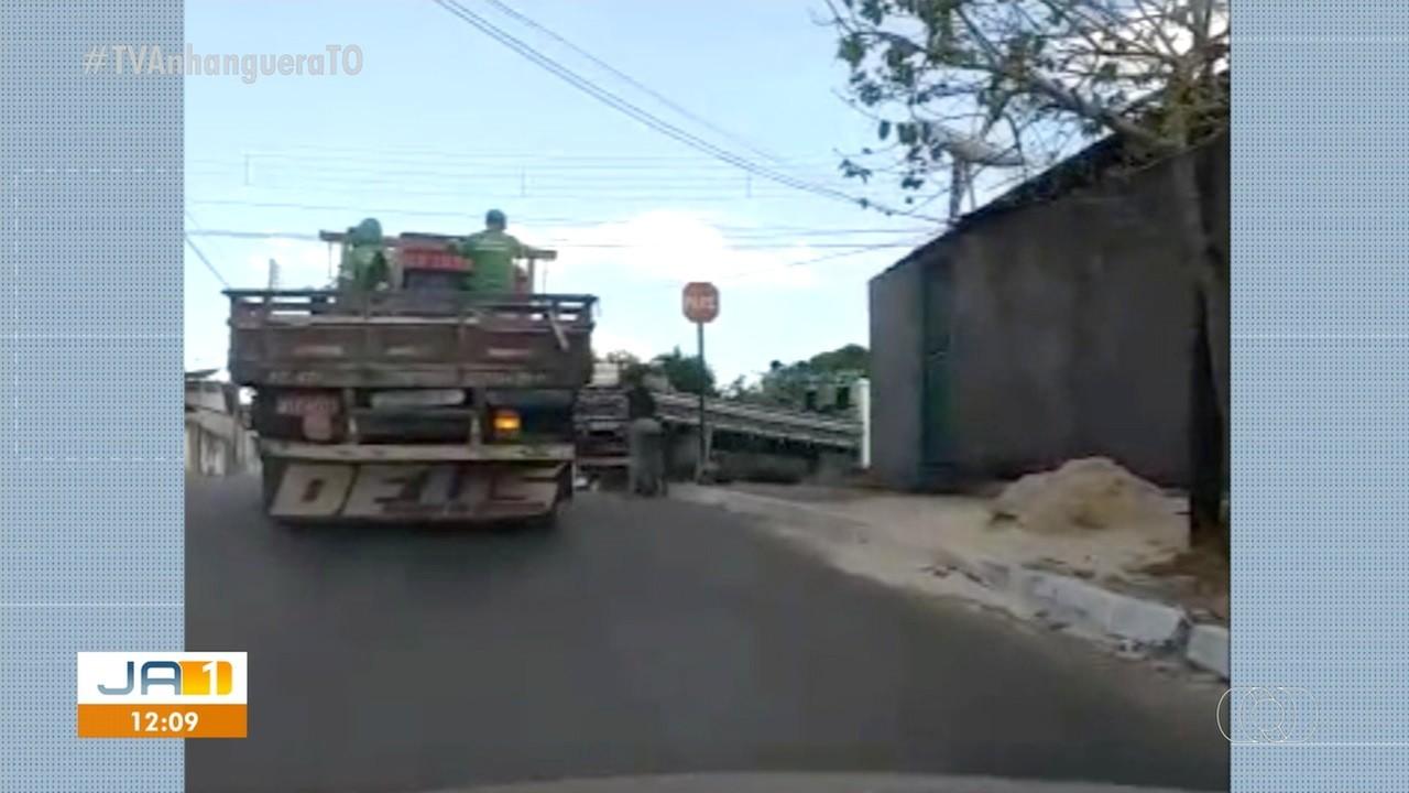 Vídeo mostra funcionários que seriam de prefeitura sendo transportados em caçamba - Notícias - Plantão Diário