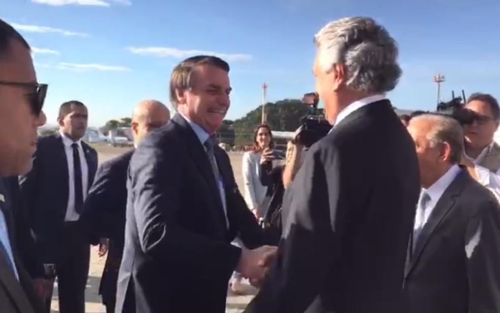 O presidente da República, Jair Bolsonaro (PSL), sendo recebido pelo governo de Goiás, Ronaldo Caiado (DEM), em Goiânia — Foto: Reprodução/Governo de Goiás