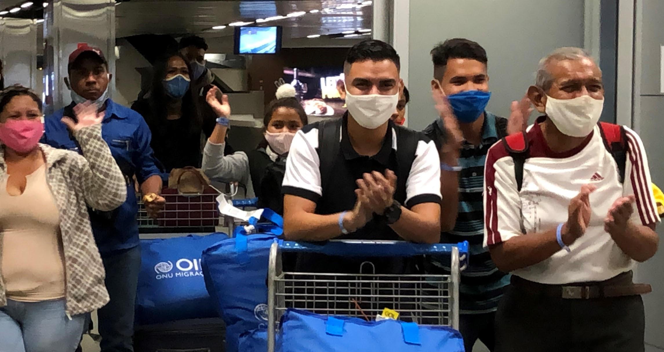 Durante pandemia, grupo de refugiados da Venezuela chega ao DF para começar vida nova