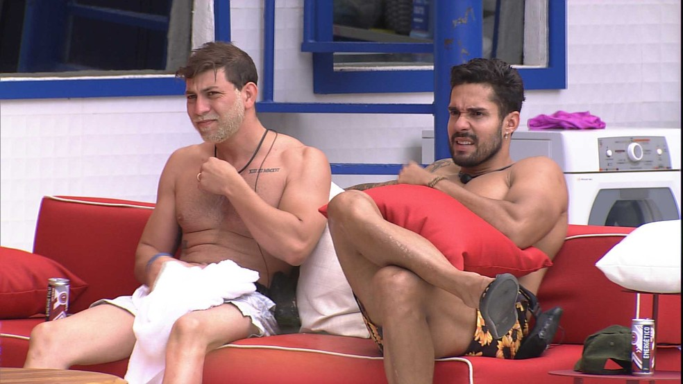 Durante pool party no BBB21, Caio relembra situação: 'Me machuca' — Foto: Globo
