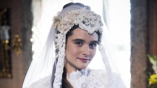 Estreia 'O Tempo Não Para': Personagem de Juliana Paiva diz não no altar