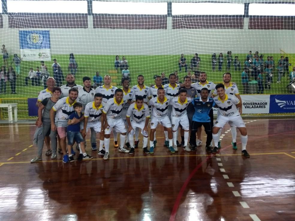 Equipe de Timóteo agora espera duelo da semana que vem para conhecer rival da grande final — Foto: Caio Mourão/GE