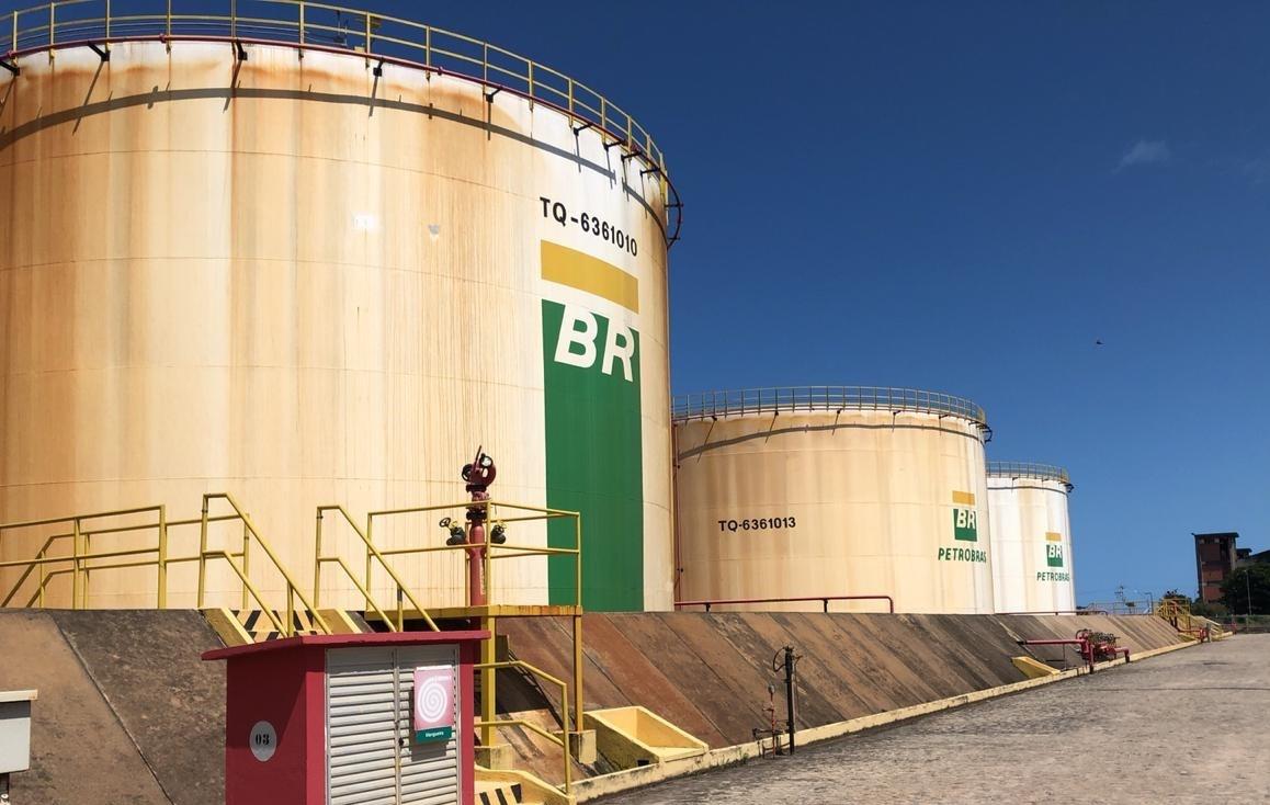 Terminal de combustíveis do Porto de Maceió é reaberto após acordo com o IMA - Notícias - Plantão Diário