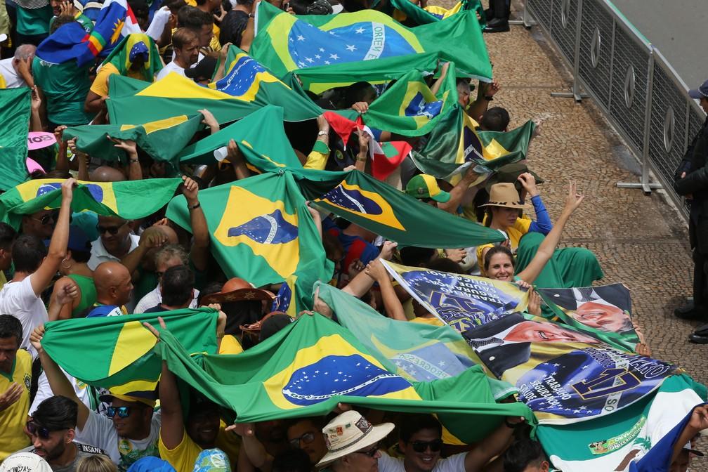 Chegada de público para acompanhar a cerimônia de posse do presidente eleito, Jair Bolsonaro, nas imediações do Palácio do Planalto, em Brasília — Foto: Wilton Junior/Estadão Conteúdo