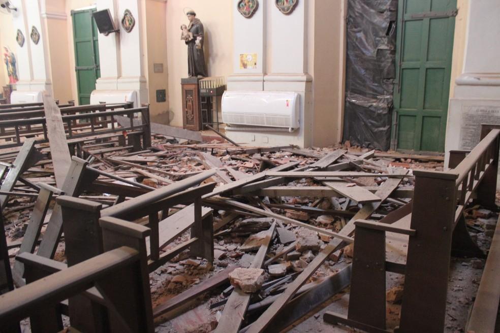 Torre da igreja São Benedito desabou em Teresina — Foto: Juliana Barros/G1