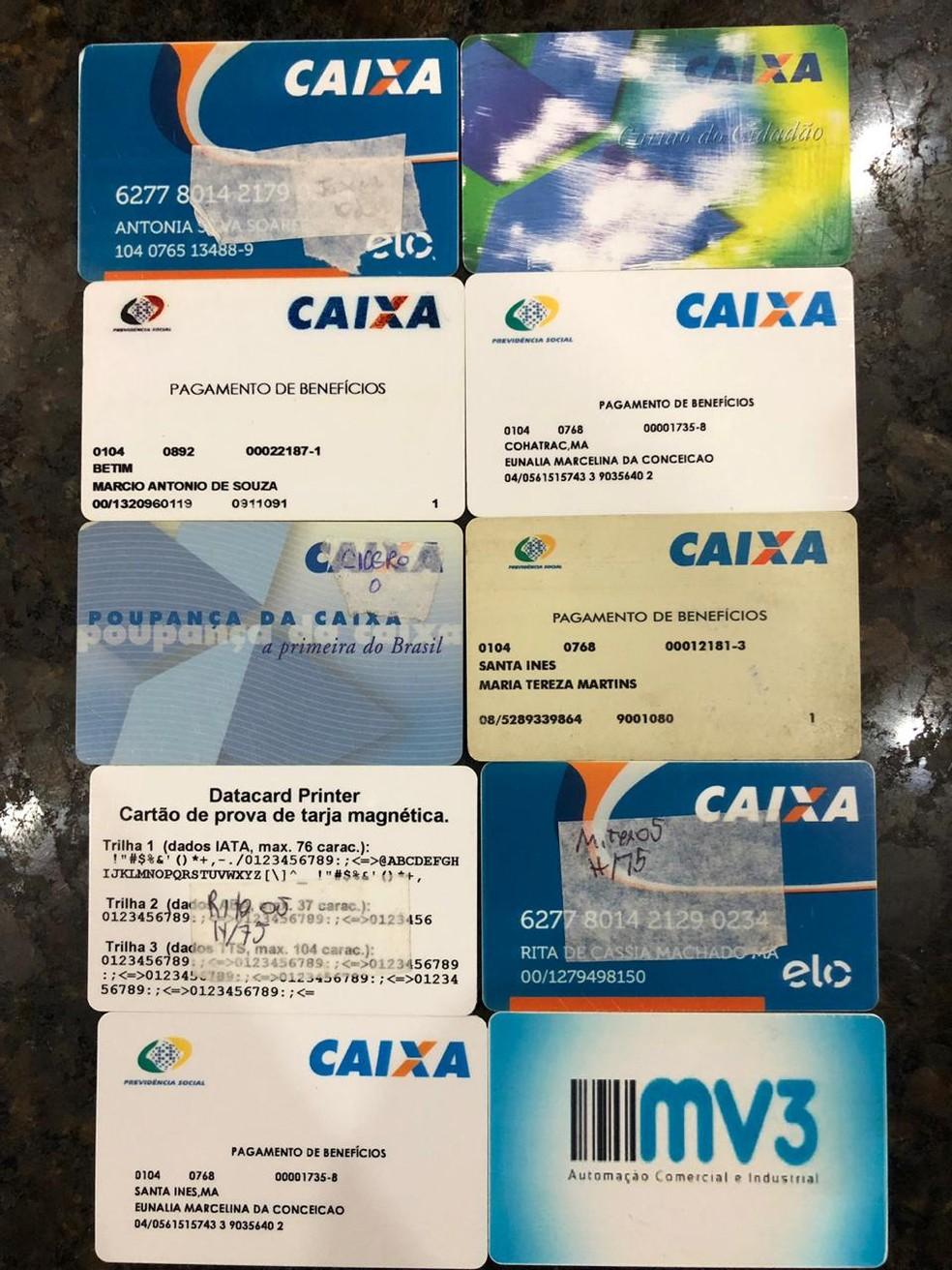 Policiais apreenderam vasta documentação que seria usada junto às instituições de assistência social — Foto: Divulgação/Polícia