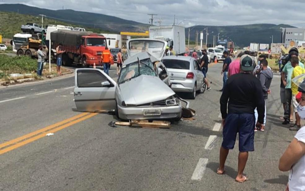 Duas pessoas morreram e três ficaram feridas após batida entre dois veículos em Brumado. Vítimas eram da mesma família.  — Foto: Anderson Oliveira / Blog do Anderson