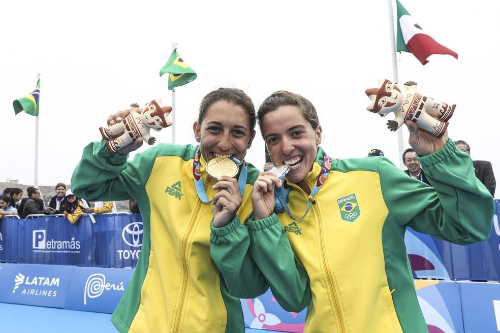 Luisa Baptista e Vittoria Lopes, dobradinha de ouro e prata no triatlo no Pan de Lima — Foto: Wander Roberto/COB