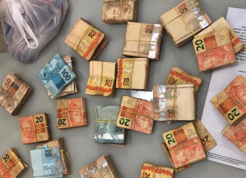 Dinheiro foi encontrado embaixo da cama de candidato em cidade do RN — Foto: MP/Divulgação