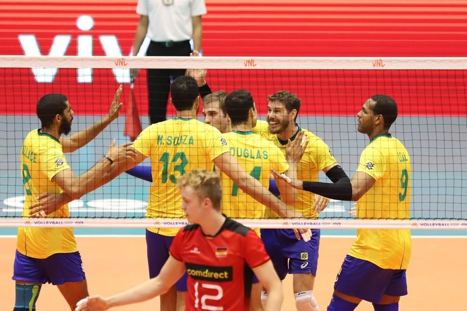 Brasil erra muito, passa sufoco, mas vira na marra e bate a Alemanha na Liga das Nações