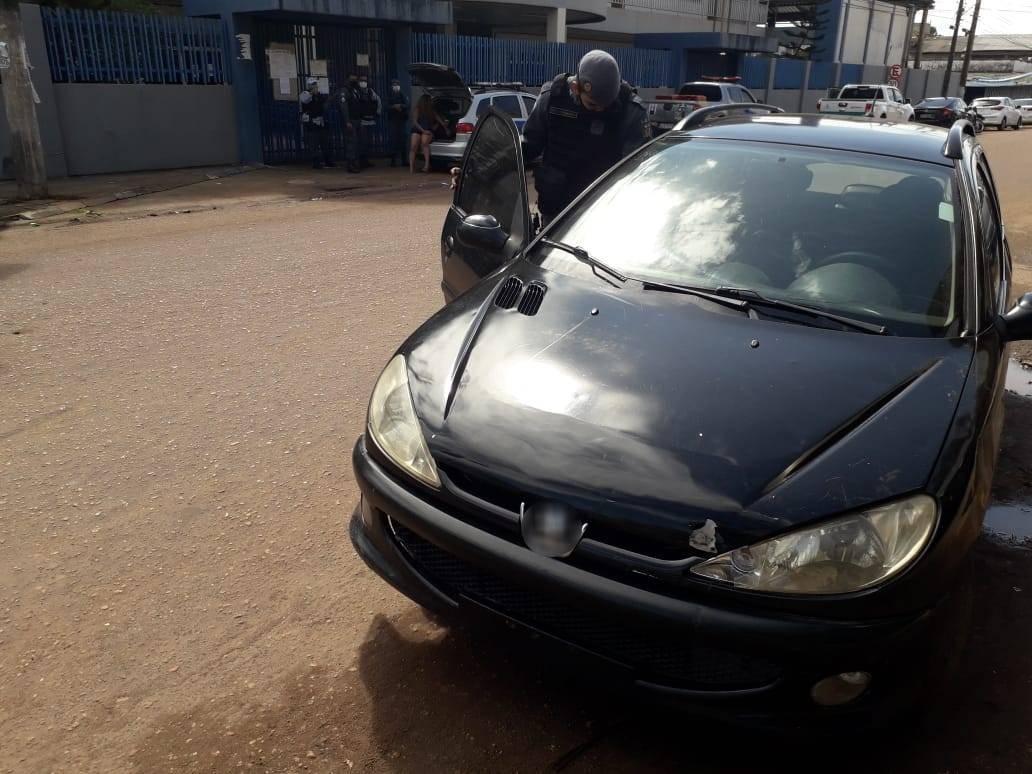 Trio suspeito de furtar TV e bebidas de motel é preso ao bater carro durante fuga, em Macapá