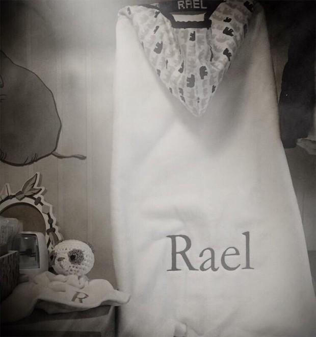 Isis Valverde mostra o enxoval de Rael (Foto: Reprodução/Instagram)