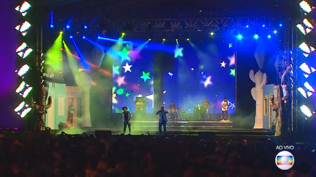 Banda Menino Rico no palco do Maior São João do Cerrado, em Ceilândia