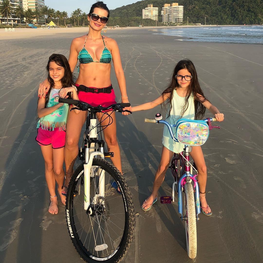 Flávia e as filhas (Foto: Reprodução)