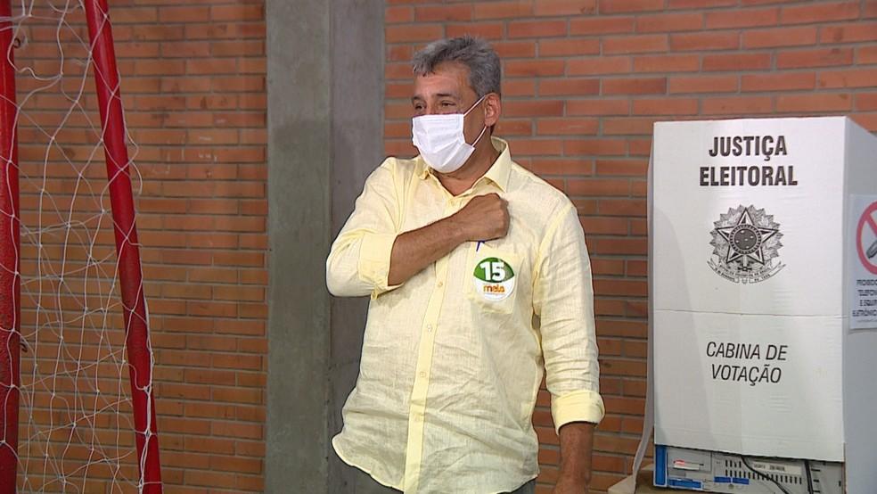 Sebastião Melo vota em Porto Alegre, neste domingo (29). — Foto: RBS TV/Reprodução