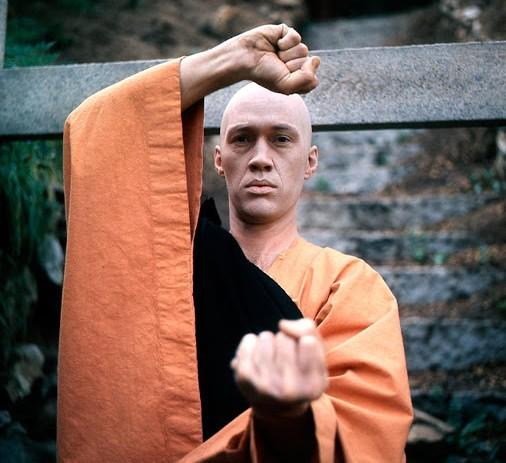 David Carradine em cena da série Kung Fu (Foto: Reprodução)