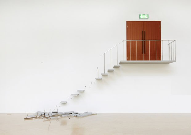 <em>Emergency Exit</em> de Elmgreen & Dragset
