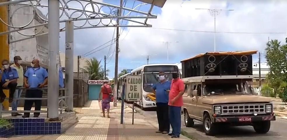 Motoristas de ônibus fazem paralisação e pedem vacinação contra Covid-19 para a categoria em Natal. — Foto: Reprodução/Inter TV Cabugi