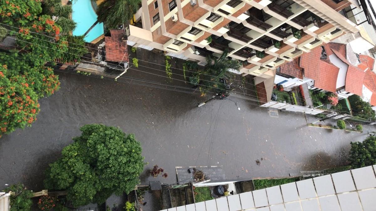 Chuva causa alagamentos em vários pontos em Campos, no RJ