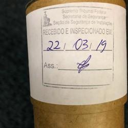 Canudo com foto de Jair Bolsonaro