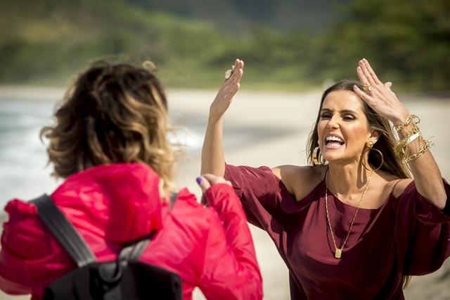 Giovanna Antinelli e Deborah Secco gravam cena de briga de Luzia e Karola (Foto: João Cotta/TV Globo)