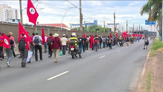 Manifestantes acampam em Porto Alegre antes do julgamento do recurso de Lula no TRF-4