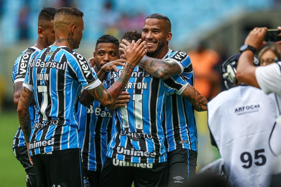 Jael comemora gol com Everton, a quem serviu — Foto: Lucas Uebel/Divulgação Grêmio