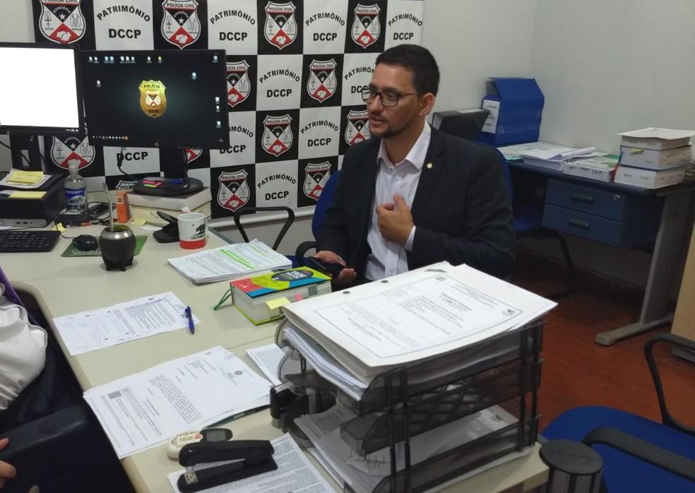 Deputado Anderson do Singeperon registra boletim após invasão — Foto: Diêgo Holanda/G1
