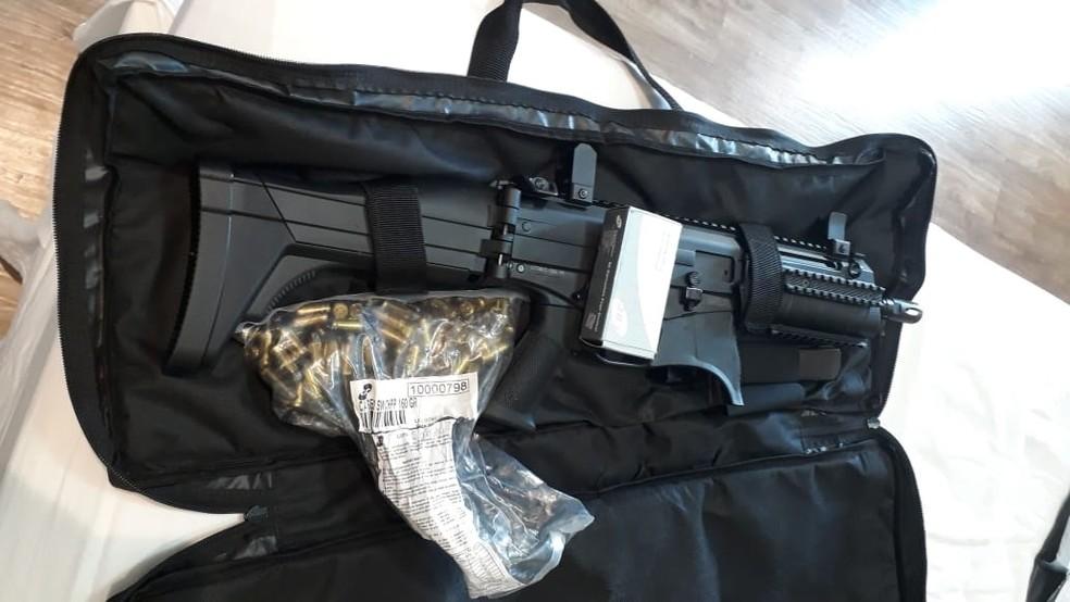 Arma encontrada em Rio Preto durante a operação Enterprise — Foto: Divulgação