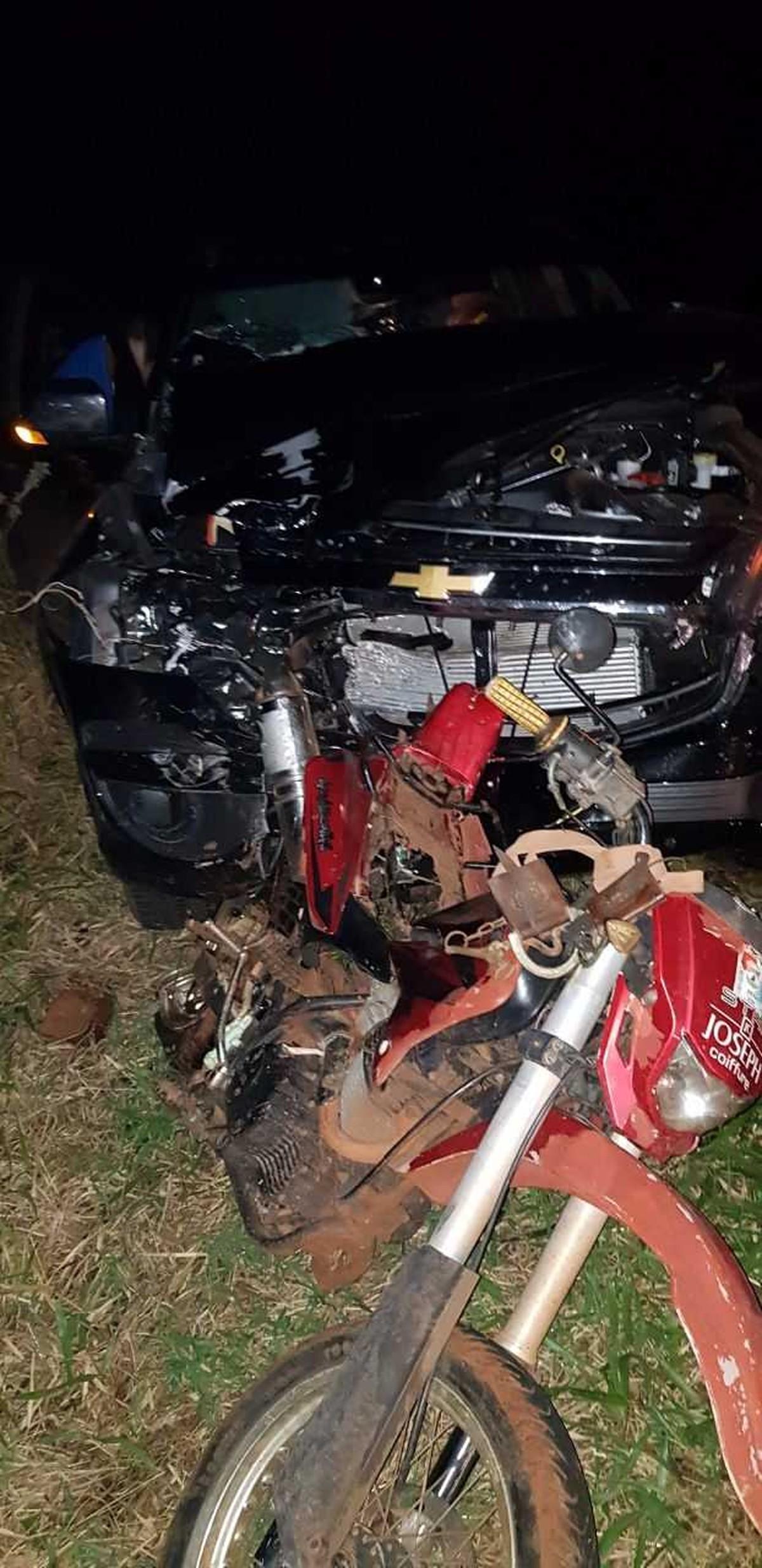 Caminhonete bate na traseira de moto e dois jovens morrem em rodovia de MS
