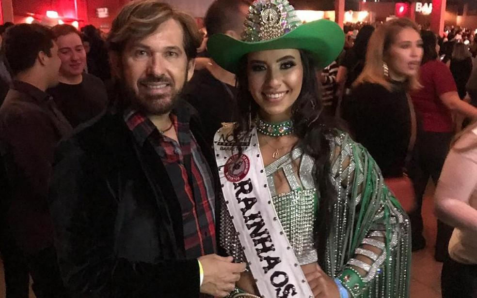 O estilista Marcelo Ortale e a rainha da Festa do Peão de Barretos 2019, Larissa Ferreira — Foto: Arquivo pessoal