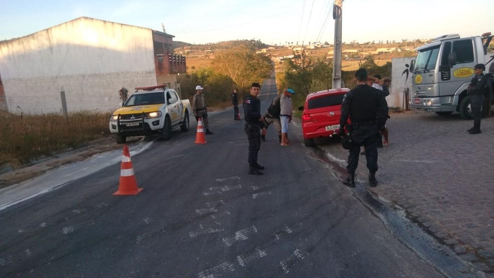 Mais de 100 veículos foram vistoriados na operação policial em Inhapi — Foto: Divulgação/BPRv