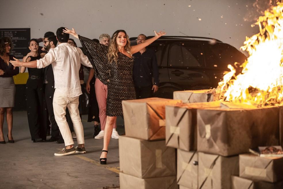 Silvana (Ingrid Guimarães) causa incêndio em 'Bom Sucesso' — Foto: Isabella Pinheiro/Gshow