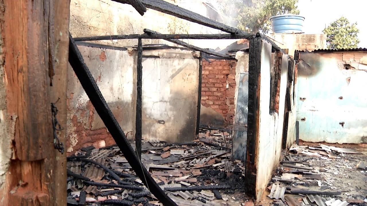 Homem é preso suspeito de atear fogo na casa do irmão em Governador Valadares - Notícias - Plantão Diário