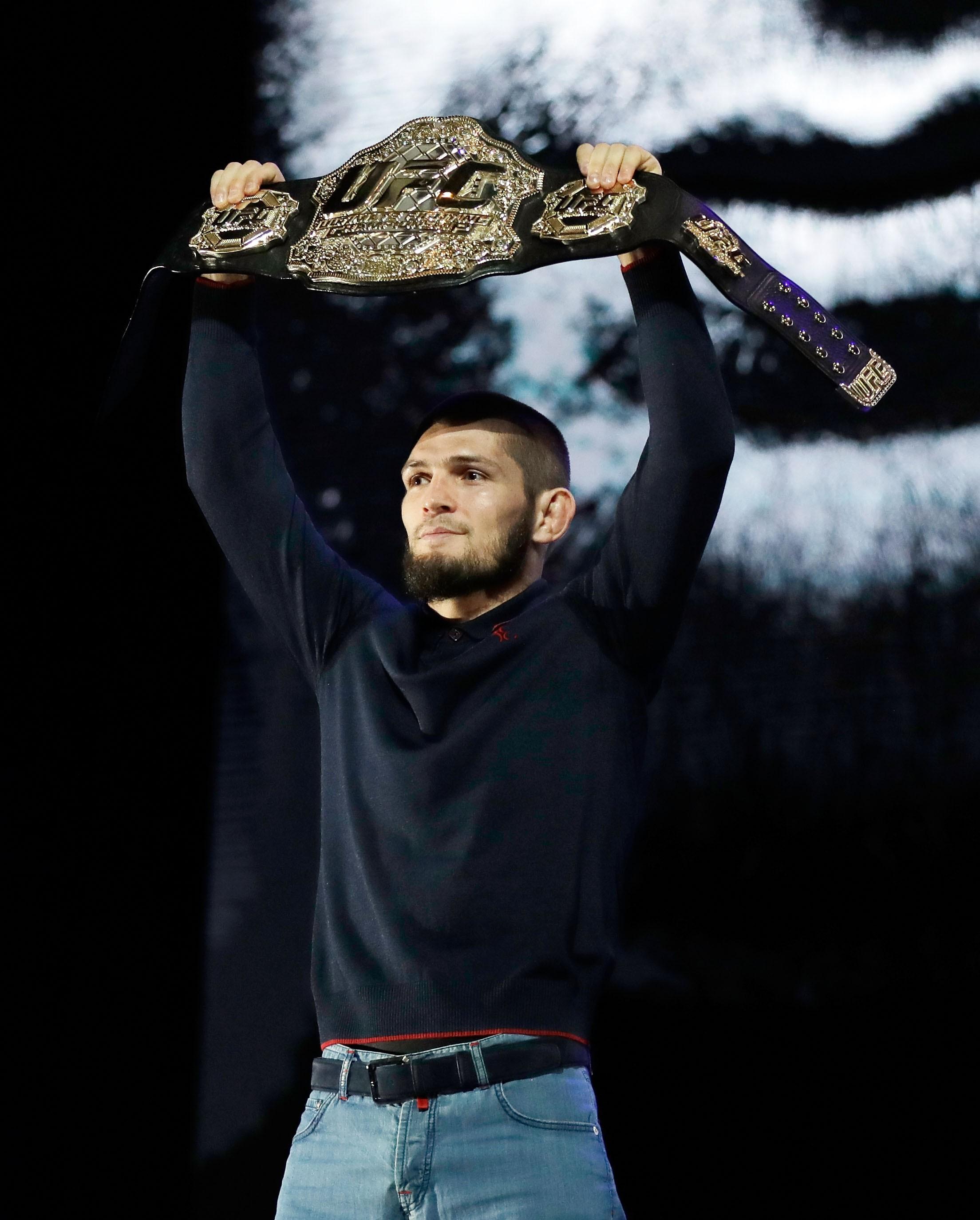 Khabib Nurmagomedov é um wrestler puro - e campeão invicto (Foto: Getty Images/ Isaac Brekken)